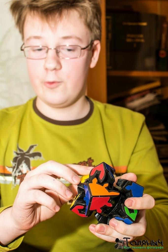 Валера Минкин с демонстрацией шестеренчатой головоломки