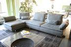 divano Limes Saba in tessuto grigio visibile nella nostra espozizione di Zogno Bergamo, schienale messo a 45° per creare  pensisola angolo