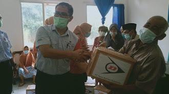 PT Sumi Rubber Indonesia Berbagi Ratusan Sembako di Karyamukti Karawang