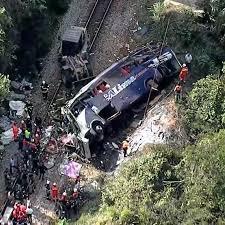 Número de mortos subiu para 18 em acidente com onibus em Minas Gerais.
