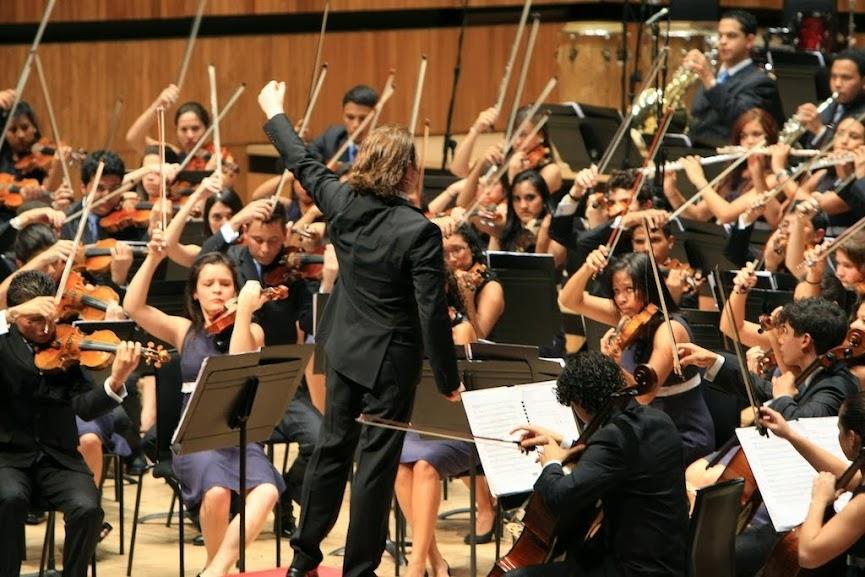 LA JUVENIL TERESA CARREÑO CELEBRÓ SEIS AÑOS DE CARRERA ARTÍSTICA. Los 168 músicos que conforman la Sinfónica Juvenil Teresa Carreño de Venezuela celebraron en septiembre de 2013 seis años de exitosa actividad artística, trayectoria que ha convertido a esta agrupación en una de las más promisorias del Sistema Nacional de Orquestas y Coros Juveniles e Infantiles de Venezuela