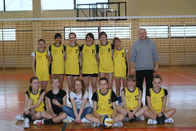 Zawody siatkarskie dziewczat 1 marca 2011 - DSC09390_1.JPG