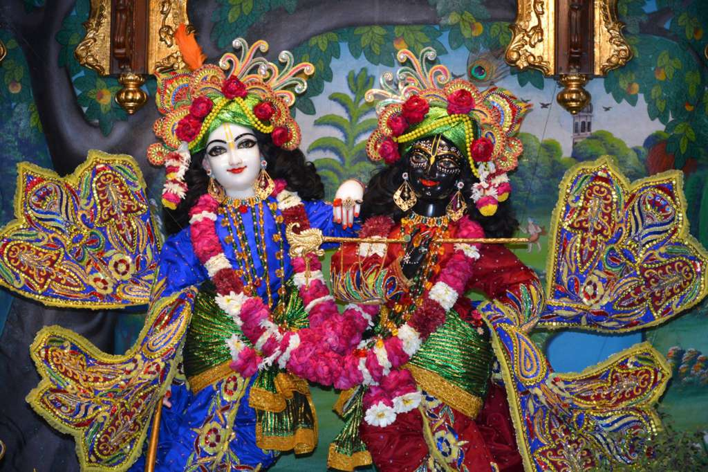 ISKCON Ujjain Deity Darshan 22 Dec 2015 (4)