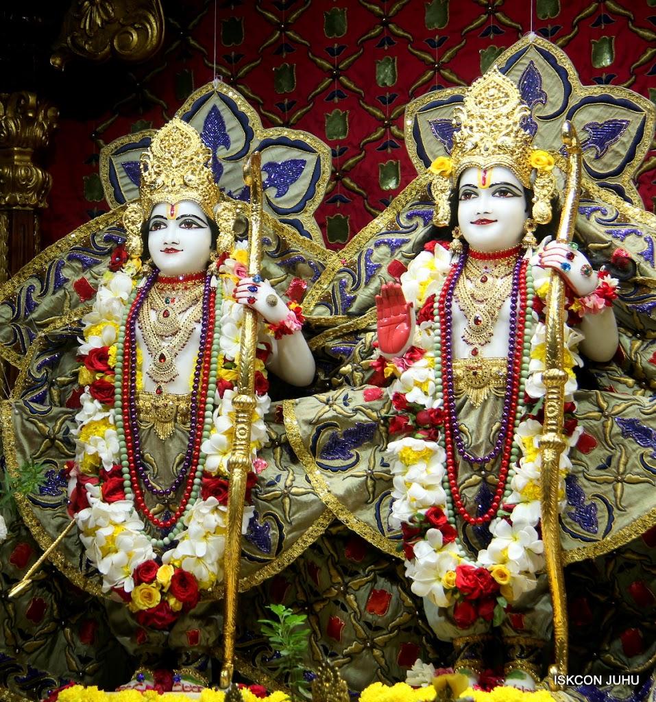 ISKCON Juhu Sringar Deity Darshan on 24th June 2016 (25)