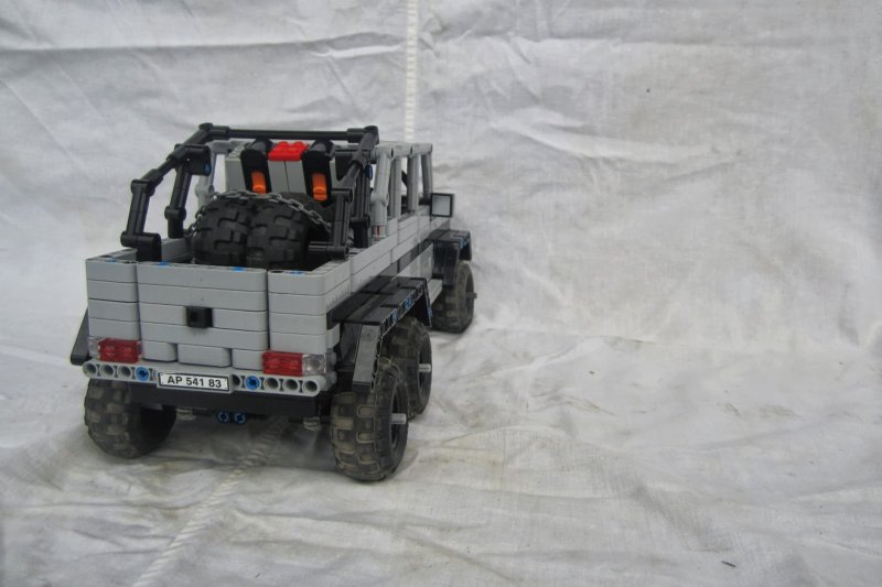 mercedes benz g63 amg 6x6 1 17 lego technic and model. Black Bedroom Furniture Sets. Home Design Ideas