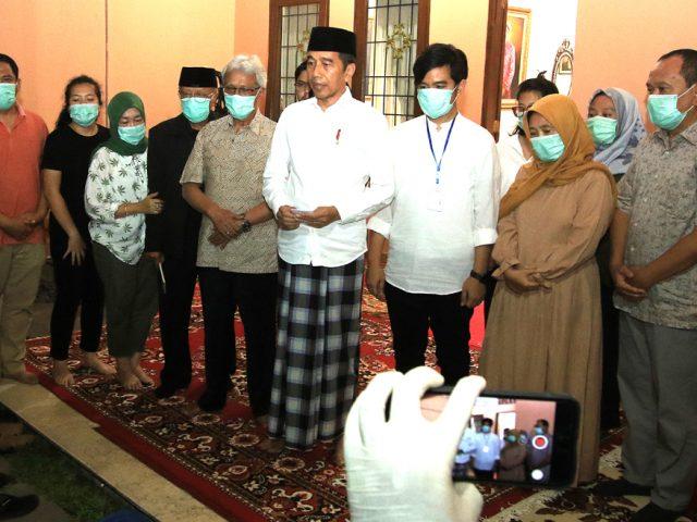 Ibu Jokowi Wafat, Tak Ada Acara Melayat