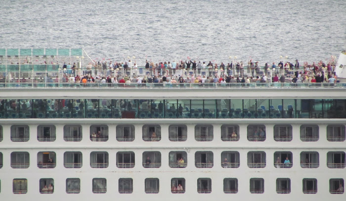 passengers happy after being on Madeira island