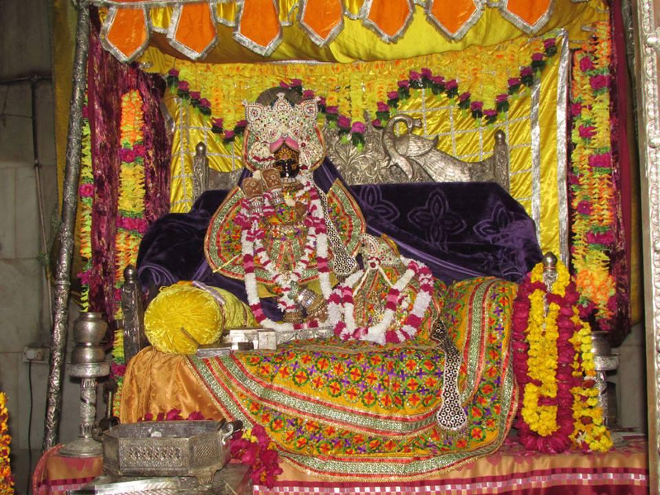 Shri Radhavallabh  Shringar Aarti Darshan 9 Jan 2016  (2)