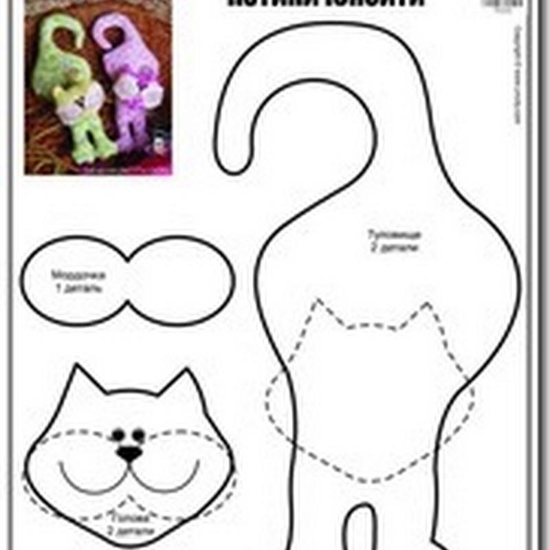 Juguetes de tela, gatos con moldes