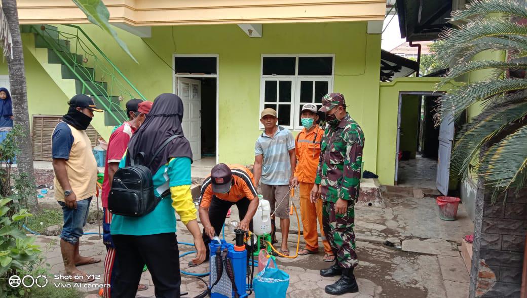 Cegah Covid 19, Dusun Krajan Barat Mlokorejo Lakukan Penyemprotan Mandiri