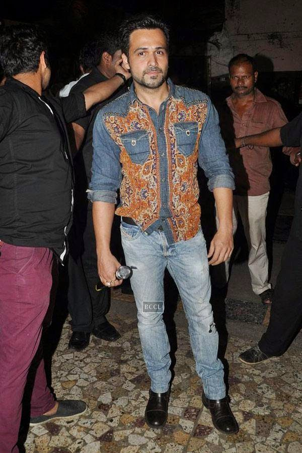 Emraan Hashmi gives away movie tickets of a recent Bollywood blockbuster to promote his upcoming film Raja Natwarlal at Gaitey, in Mumbai, on July 26, 2014. (Pic: Viral Bhayani)<br />