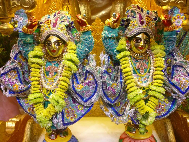 ISKCON Bhaktivedanta Manor Deity Darshan 17 Dec 2015 (8)