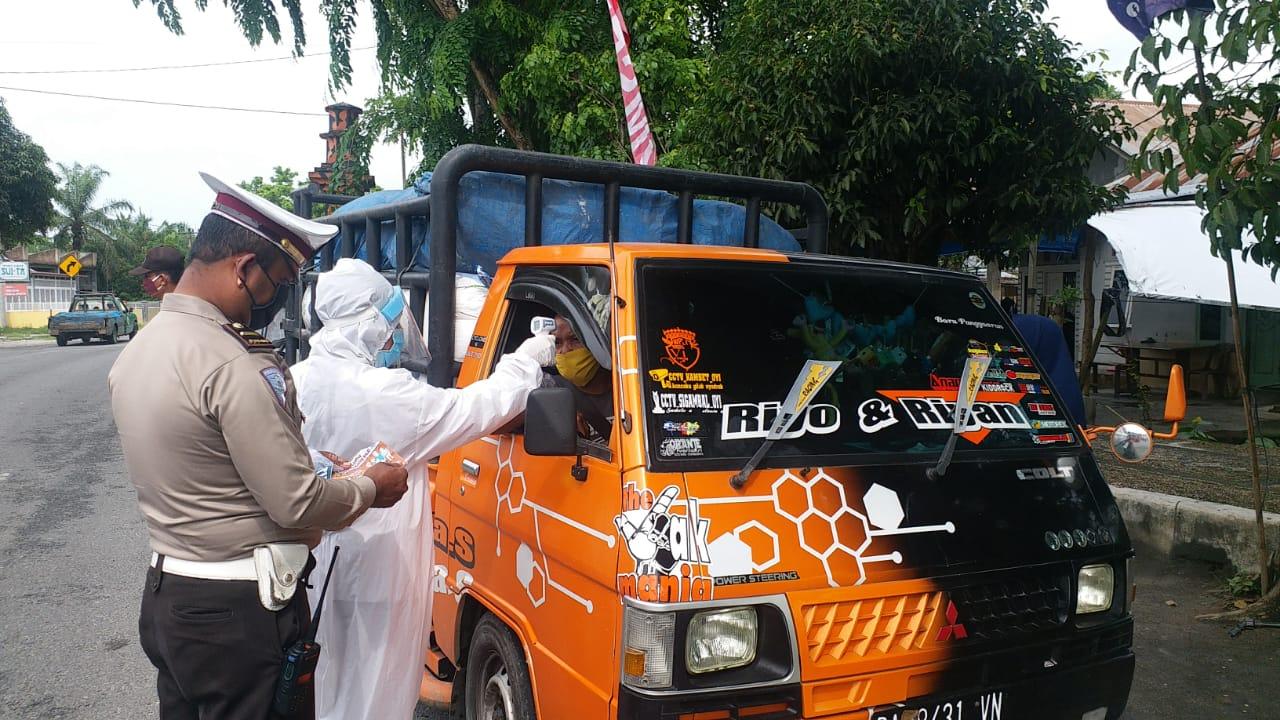 Satlantas Tanjungbalai Bersama TGTPP Covid-19, Cek Suhu Tubuh Pengendara