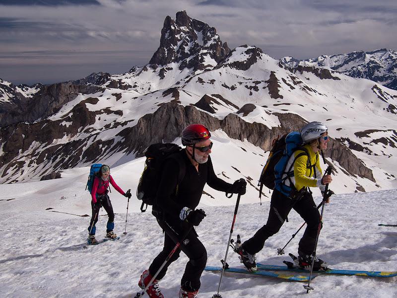 Arribant al cim, amb el Midi d'Ossau al fons