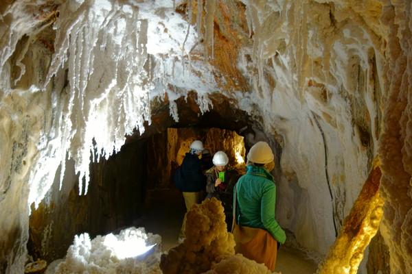 кардона соляные пещеры замок кардоны