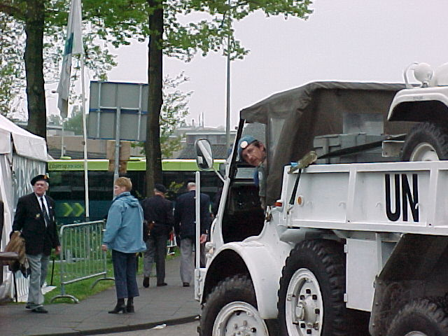 Nederlandse Unifil Vereniging - Defilé 5 Mei Wagenigen 2002