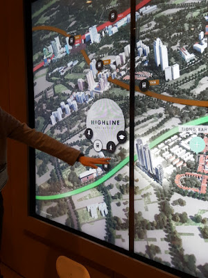 The showroom also boasts an interactive video board with a three-panel display that allows visitors to explore landmarks, shopping, dining and transport options in the neighbourhood where Highline Residences is located.