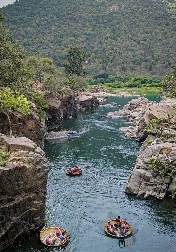Hogenakkal falls, Dharmapuri, Tamilnadu - Karnataka border