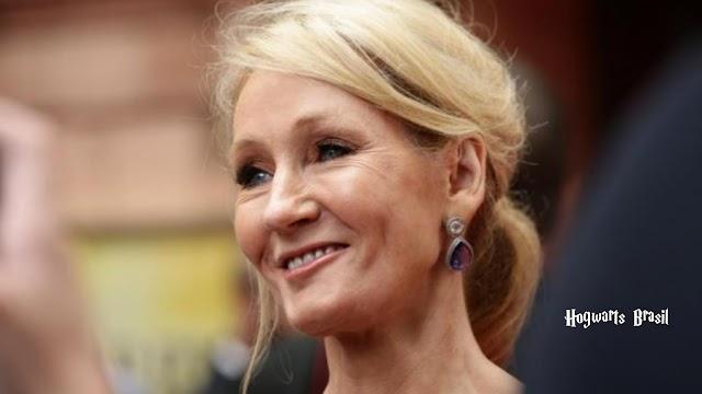 J.K. Rowling diz que vai celebrar o aniversário de Harry Potter com torradas de queijo e uma taça de champanhe