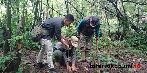 Restorasi lahan kritis TNGHS Resort Kawah Ratu Sukabumi // Foto : Asep M-Rhe