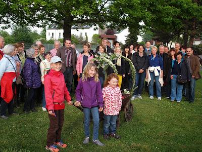 https://sites.google.com/site/gemchorfrohsinngeinsheim/presseberichte-2014#Maiwanderung-Grillfest
