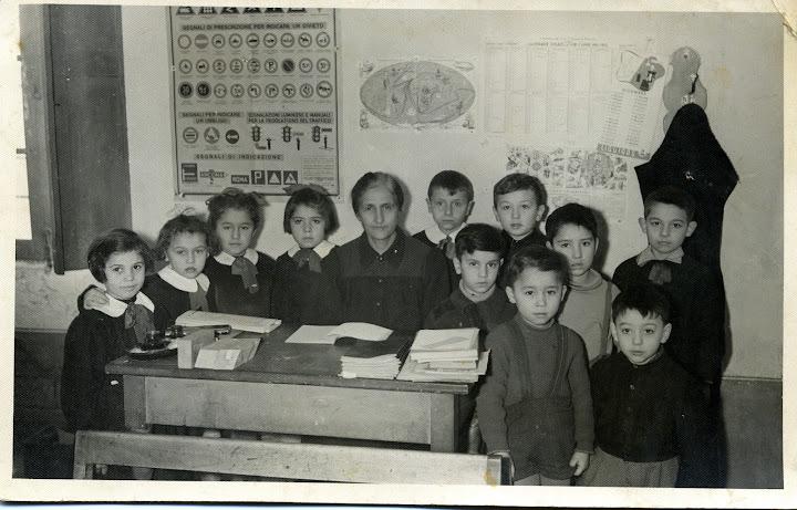 1954 - maestra bellotti francesca bistagnino - giuseppina, marisa, annamaria, angioletta nella, beppe, pinuccio, giuseppe, aldo, filippo, luigino, nino