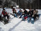 そしてティータイム。 雪をテーブルにフカフカの雪に座ることも多いね。 熱いコーヒーにチーズなんかもいいねぇ。
