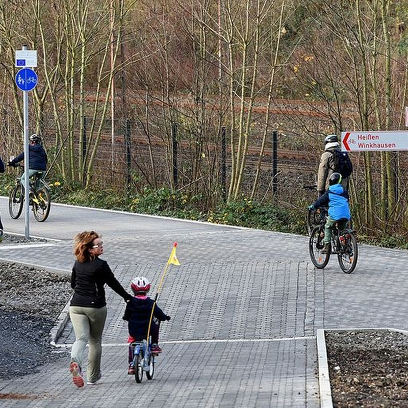 Germany Opens Bicycle Superhighway