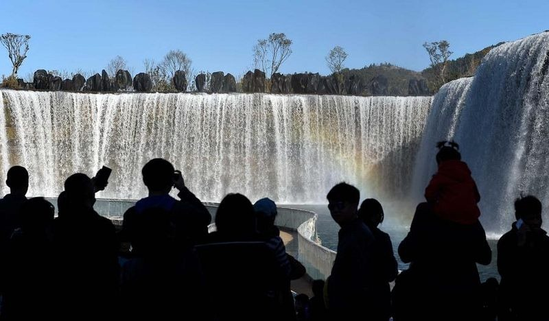 china-artificial-waterfall-kunming-3