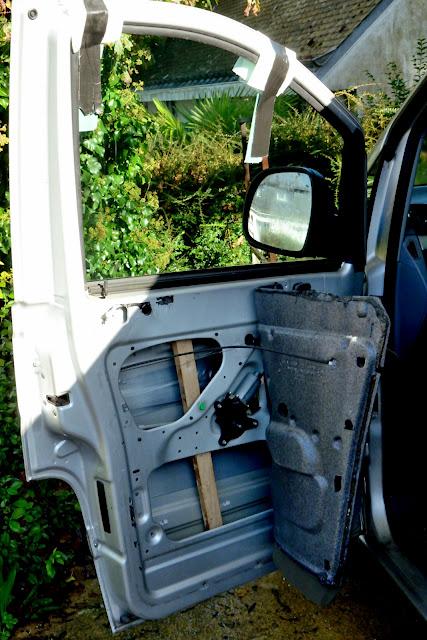 Remplacement mécanisme vitre avant gauche 20141109_1205