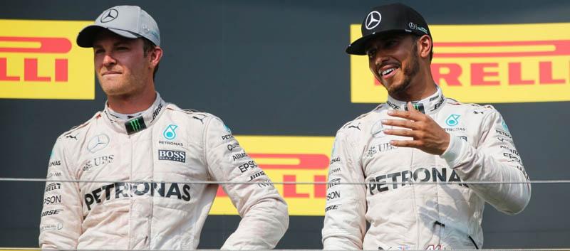 Nico Rosberg y Lewis Hamilton en el podio del GP de Hungría 2016