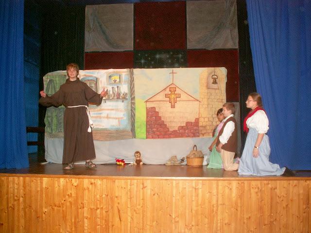 17.11.2013 Divadelní ztvárnění života SV. FRANTIŠKA Z ASSISI - PICT0059.JPG