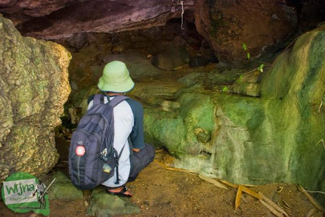 Gua mistis tempat untuk bersemedi yang dihuni makhluk halus berada di Taman Wisata Kedung Sidandang di Kaligono, Purworejo, Jawa Tengah