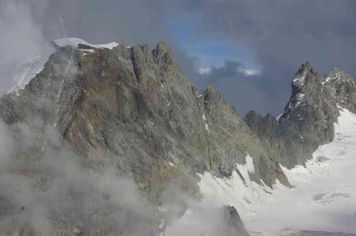 Le mont Collon (à gauche) vu depuis la cabane des Vignettes