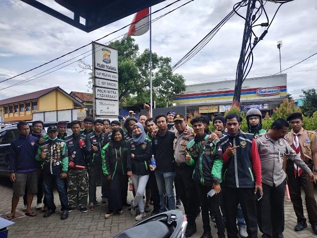 Polsek Tigaraksa Bersama Komunitas Ojek Online Tangerang Salurkan Bantuan Korban Tsunami