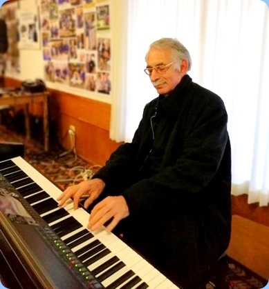 Claude Moffat played the arrival music on the Club's Yamaha Clavinova CVP-509. Photo courtesy of Dennis Lyons.