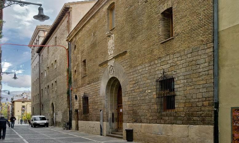 Albergue de Jesús y María, Pamplona - Camino de Santiago