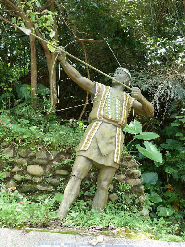 Puli  en passant , entre autres, par les villages de l ethnie Bunum de Loloko et Dili. J 10 - P1160846.JPG
