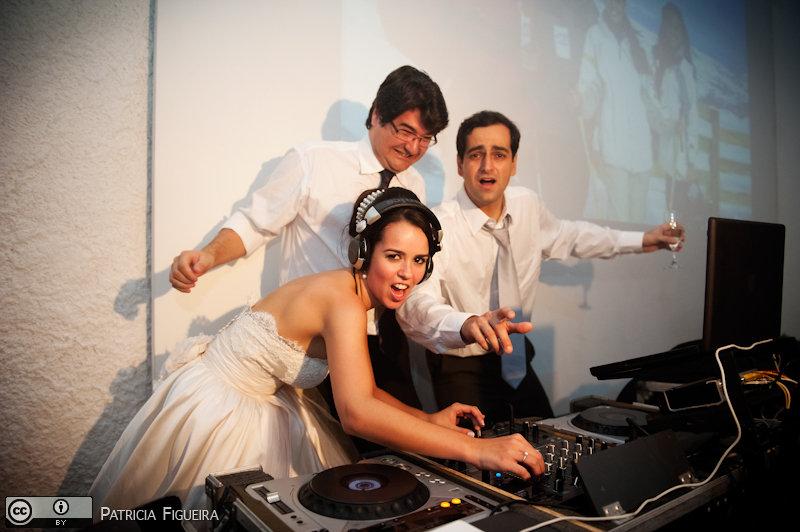 Foto de casamento 2594 de Nathalia e Fernando. Marcações: 04/12/2010, Casamento Nathalia e Fernando, DJ, DJ Taw, Niteroi, Otavio Aoad, Rastropop.