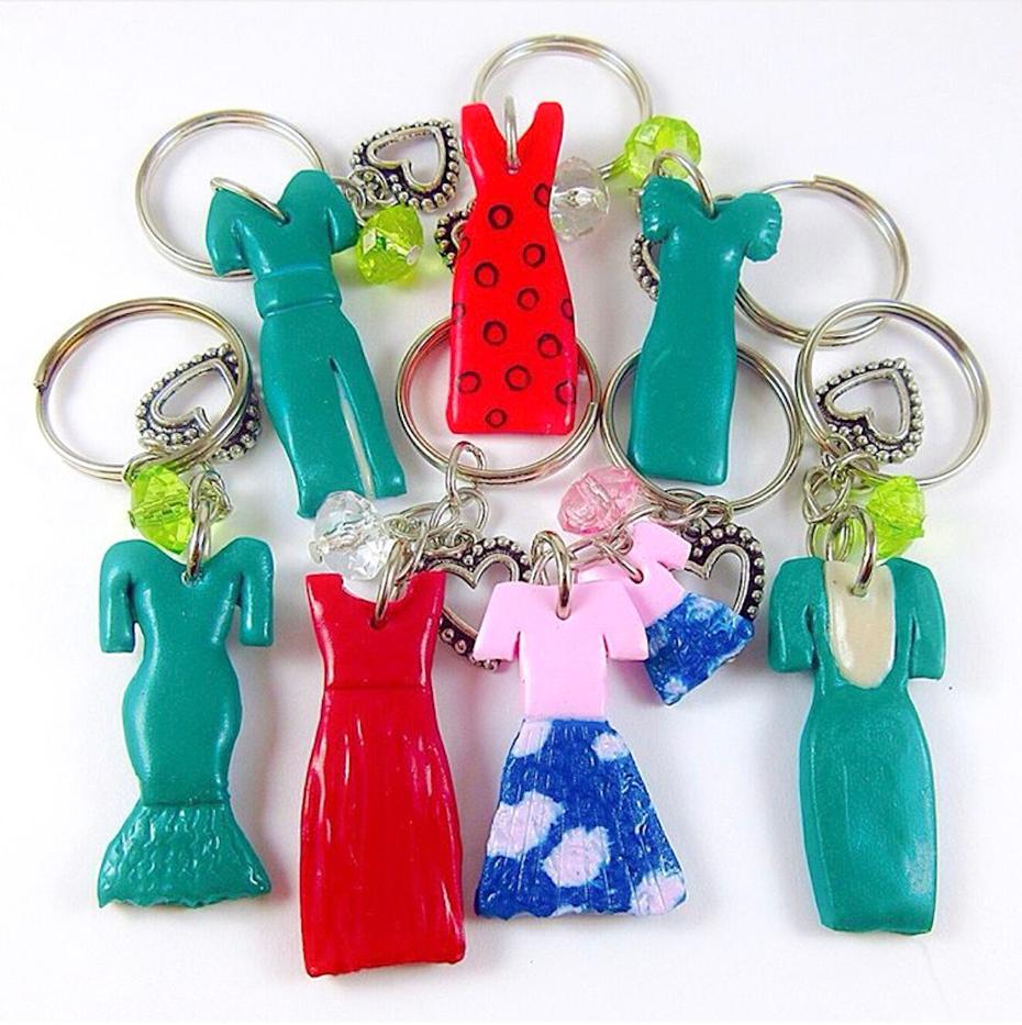 Privesci sa modelima haljina koje će na venčanju nositi najbolje drugarice, sestre itd. poklon za devojačko veče