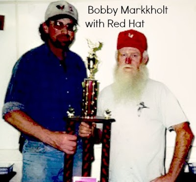 bobby markkholt y red hat.jpg