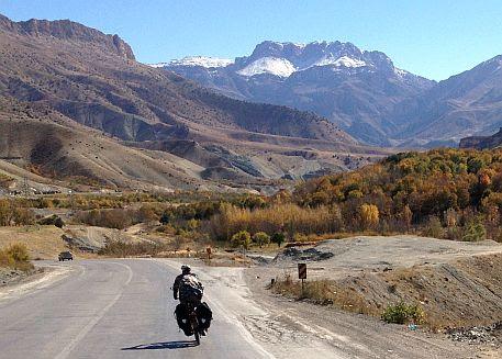 Abfahrt im Zagros-Gebirge