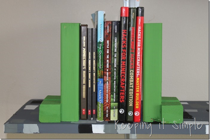 Easy-DIY-Minecraft-Creeper-Book-Ends (12)