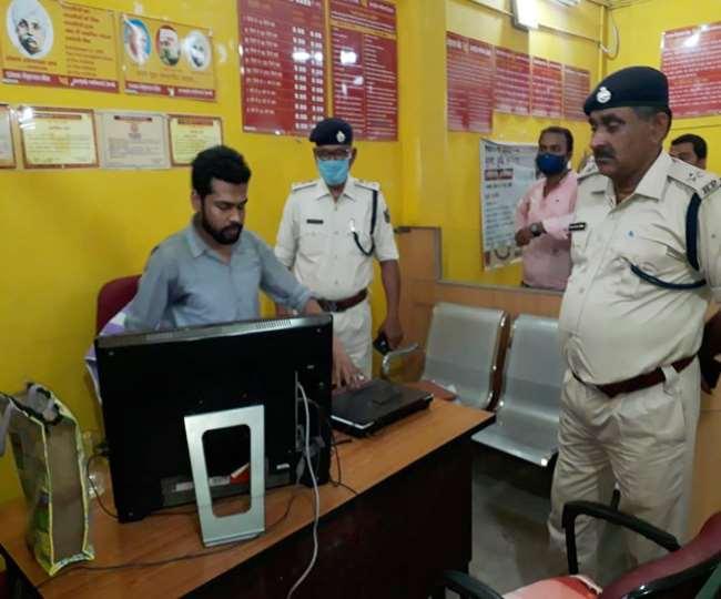 मोतीहारी में पंजाब नैशनल बैंक की एक शाखा से 5.77 लाख रुपये की लूट, दो बदमाशों को ग्रामीणों ने पकड़ा