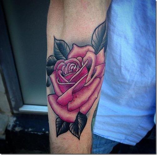 tatuaje_de_rosa_en_el_brazo