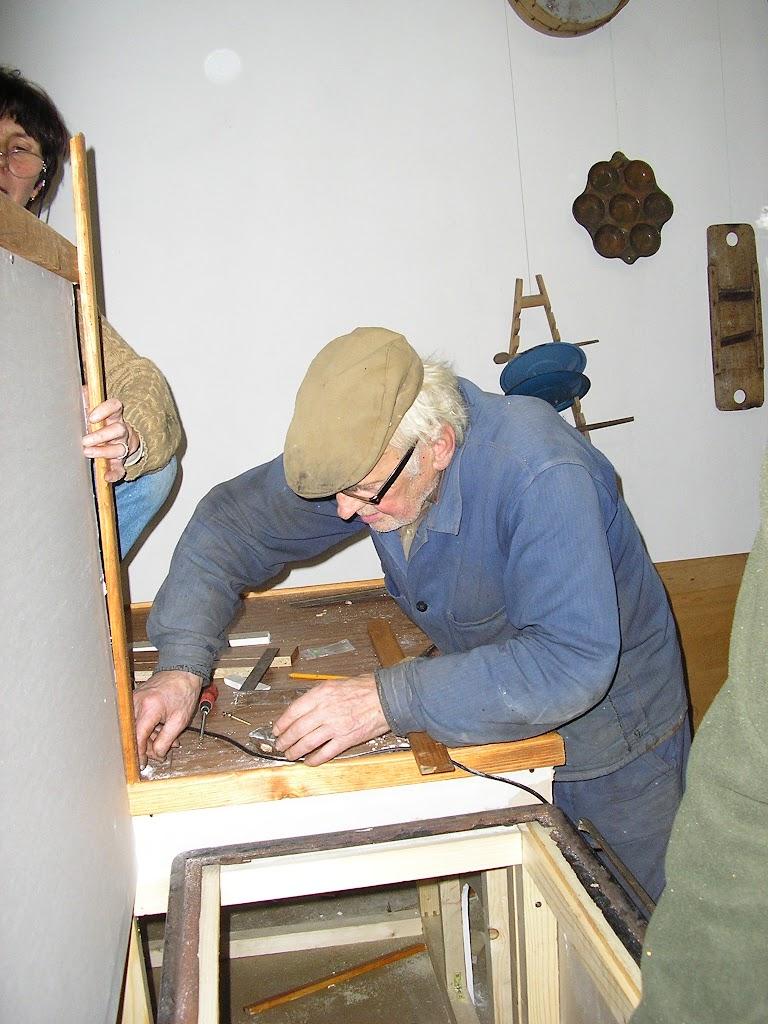 kovové časti nám daroval p.Putec rozobral starý šporák