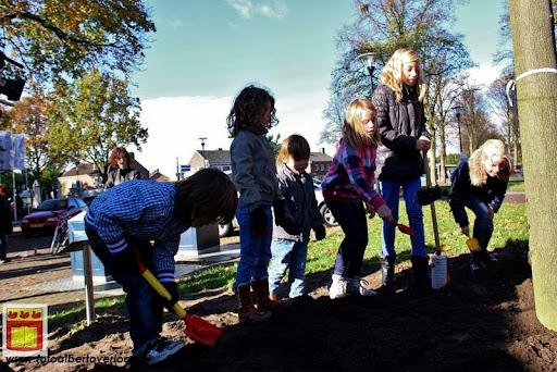 burgemeester plant lindeboom in overloon 27-10-2012 (19).JPG