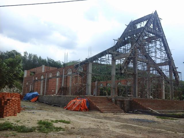 Hình ảnh nhà thờ Khánh Vĩnh đang thi công