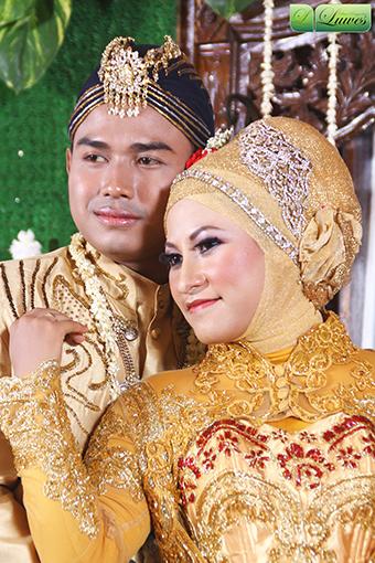 Makeup pengantin muslimah dengan jilbab dan kebaya nasional