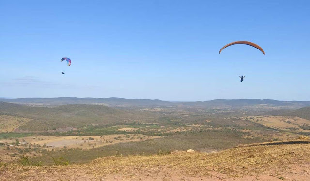 Jacobina: Piloto de parapente sofre acidente e cai desacordado em Lages do Batata